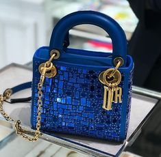 Image about fashion in Bags - Purses by Honey Luxury Purses, Luxury Handbags, Fashion Handbags, Purses And Handbags, Fashion Bags, Back Bag, Beautiful Handbags, Best Bags, Cute Bags