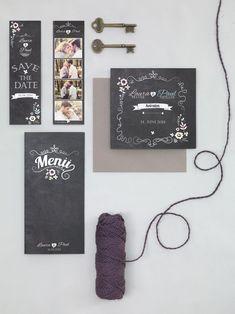 Vintage-Hochzeitspapeterie im Schiefertafel-Design mit Blüten in Pastellfarben und quadratischer Einladungskarte von planet cards bei www.weddingstyle.de