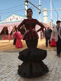 9c016f3e0ce87 Feria de Abril de Sevilla 2018  Así son los trajes de flamenca de las  influencers