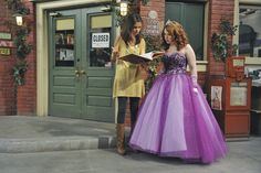 Selena Gomez as Alex Russo in Wizards Of Waverly Place. Date Outfits, Cool Outfits, Fashion Outfits, Icarly, Hannah Montana, 2000s Tv Shows, Jake T Austin, Jennifer Stone, Old Disney Channel