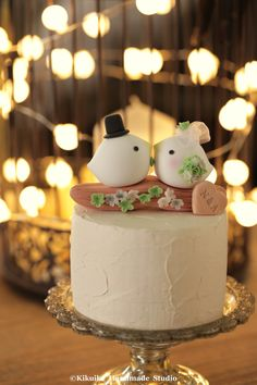 love bird with branch and  flowers  Wedding Cake Topper by kikuike #weddingcake #cakedecor #forestwedding