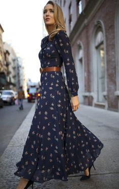 30 DRESSES IN 30 DAYS: Meet The Parents // Navy floral tie-neck maxi dress with navy suede stiletto pumps, a brown leather circle waist belt and a bro. Long Sleeve Maxi, Maxi Dress With Sleeves, Floral Maxi Dress, Floral Tie, Sleeve Dresses, Fall Dresses, Casual Dresses, Summer Dresses, Dresses Dresses