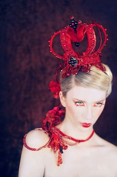 Royal Red Pearl and Rhinestone Opulent Crown Queen Halloween Ball with FREE… Fantasia Marilyn Monroe, Halloween Ball, Foto Fashion, Royal Red, Tiaras And Crowns, Red Hats, Fascinators, Headpieces, Queen Of Hearts
