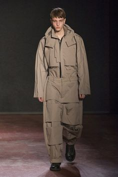 The complete Craig Green Fall 2018 Menswear fashion show now on Vogue Runway. Mens Style Looks, Cool Style, Men's Style, Male Style, Fall Fashion Trends, Autumn Fashion, Big Fashion, Mens Fashion, Fashion Edgy
