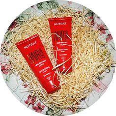 Dei uma sumidinha, mas estou aqui com mais dica capilar! Não sou eu a usuária, e sim minha mãe, que mesmo com cabelo liso quase de Índia,  adoro escovar os cabelos { é muuuuita vaidade, Brasiiiiil } Os produtos da #Nutrat nós compramos na #BionCosmétics ★★★★★ Esse já está na terceira leva de compras, que super protege e dá brilho aos cabelos #janainaetudo #BomDia #aracaju #sergipe #brasil #aracajublogs #recomendo #dicacapilar #cabelosdivos #cabeloslindos #hairdress #protetortérmico…