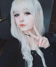 she's so pretty i wanna cry T-T hanna// kitti milkgore i love her so much Scene Girls, Emo Scene, Pelo Emo, Pinterest Hair, Emo Girls, Beautiful Lips, Girl Inspiration, Kawaii Girl, Pastel Goth