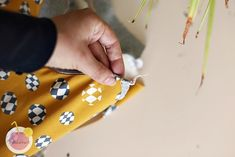 Kuinka huolitella pääntie kaksoisneulalla - Käsityökekkerit Diy Projects To Try, Bags, Fashion, Handbags, Moda, Fashion Styles, Fashion Illustrations, Bag, Totes