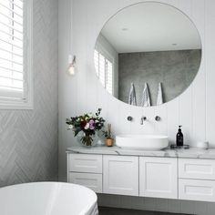 Absolutely stunning bathroom by @apexconstructionsnsw tiles supplied by @amberkellyville 🏡 #ambertiles #amberhastheanswer #lovemyamber #whitetiledbathroom