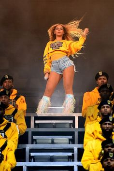 Beyonce Knowles Photos - Beyonce Knowles performs onstage during 2018 Coachella Valley Music And Arts Festival Weekend 1 at the Empire Polo Field on April 2018 in Indio, California. - 2018 Coachella Valley Music And Arts Festival - Weekend 1 - Day 2 Beyonce 2013, Rihanna, Beyonce Coachella, Coachella Festival, Festival Mode, Crazy In Love, Coachella Valley, Hailey Baldwin, Movies