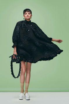 http://www.vogue.com/fashion-shows/pre-fall-2016/fendi/slideshow/collection