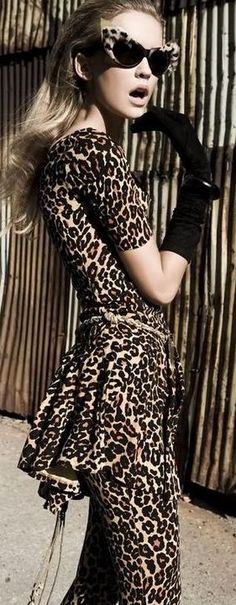 OMG. Leopard print ANNNND cat glasses?! I so want this outfit!!!