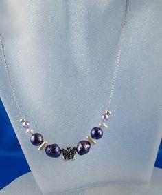 Halskette Drahtcollier mit Schmetterling und lila Perlen