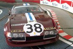 Innegable la belleza de este impresionante Ferrari 365 GTB 4 Daytona de la marca Fly