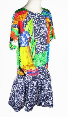 STELLA JEAN. Abito Folaga. Coot Dress.  Abito in cotone a stampa multicolor. L'ampiezza strutturata sull'orlo movimenta la linearità del modello a maniche corte. Estivo al 100%. Cotone 100%.  Coot. Cotton dress in multicolor printing. Zipper on the back. Hook closure. Summer 100%. 100% Cotton.  #stellajean #cootdress #dress #womensdress #zipper #dressforwomen #cotton #summer #abitofolaga #abito #abitodadonna #abitoamanichecorte #abitostampato #cotone #estate #montorsimodena