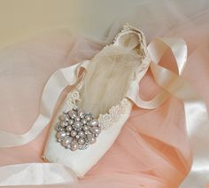 The White Swan.  A Royal Cream Lace Pointe Shoe. wow!! I want to dance in  this...