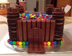 Chocolate Castle Cake- oh yeah this will be a holiday project ~ Love it! Candy Cakes, Cupcake Cakes, Sweets Cake, Kale Pasta, Novelty Cakes, Cakes For Boys, Cute Cakes, Creative Cakes, Celebration Cakes