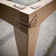 Test piece Rails to leg joinery by Pool table experiment. Rails dovetailed together with leg tenons cut through. Woodworking Garage, Woodworking Joints, Woodworking Techniques, Woodworking Furniture, Woodworking Projects, Woodworking Beginner, Wood Projects, Japanese Woodworking, Intarsia Woodworking