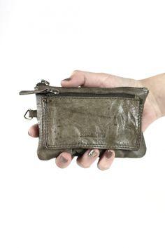 Monedero de piel - Monedero de piel con tarjetero y bolsillo exterior en color khaki.