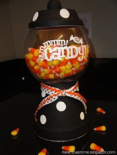 halloween candy jar with candy corn So have you ever seen those fun candy jars made from terracotta pots? I've seen a lot of people make them into gumball machines like the one here, but thought it would be fun to Dulces Halloween, Manualidades Halloween, Halloween Candy, Candy Bowl, Candy Jars, Candy Dishes, Glass Candy, Candy Buffet, Halloween Crafts For Kids