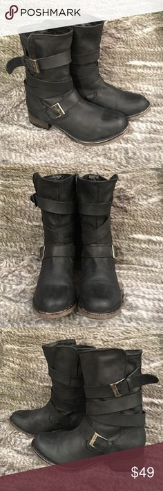 Steve Madden BREWZZER  Boots Black Steve Madden BREWZZER Boots gently worn a few times no stains or holes, worn vintage style 🌺 Steve Madden Shoes