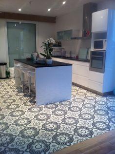 carrelage ciment Decor, Outdoor Decor, House, Tile Floor, Contemporary, Home Decor, Flooring, Contemporary Rug