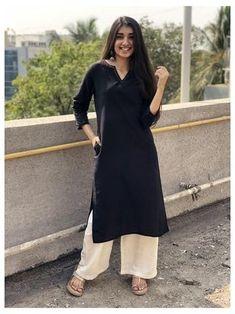 Pakistani Fashion Casual, Pakistani Dresses Casual, Indian Fashion Dresses, Indian Designer Outfits, Indian Outfits, Fashion Outfits, Fashion Styles, Women's Fashion, Long Kurta Designs
