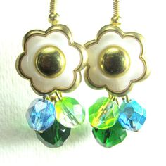 Glam Flower Earrings Vintage Style by flirtyfashionjewelry on Etsy Green Earrings, Flower Earrings, Vintage Style, Vintage Fashion, Bright Green, Vintage Earrings, Pretty Flowers, Fashion Jewelry, Etsy