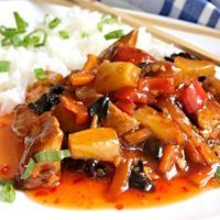 Recept : Sladko pálivé kuře s ananasem   ReceptyOnLine.cz - kuchařka, recepty a inspirace Gnocchi, Thai Red Curry, Pork, Food And Drink, Meat, Chicken, Ethnic Recipes, Asia, Pineapple