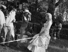 Sofia Coppola and Kirsten Dunst during filming of Marie Antoinette, photographed by Brigitte Lacombe Kirsten Dunst Marie Antoinette, The Queen Of Versailles, Brigitte Lacombe, Dangerous Liaisons, Cinema, Sofia Coppola, 18th Century Fashion, French Photographers, Scene Photo