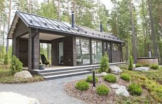Straight summer cottage in Sysma Tiny House Cabin, Cabin Homes, Cottage Homes, Cottage Design, House Design, Modern Barn House, Prefab Cabins, Prefab Homes, Villa