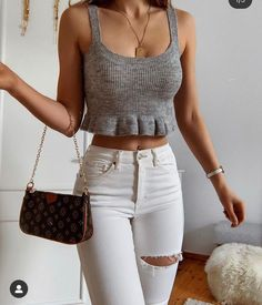 Classy Summer Outfits, Cute Spring Outfits, Cute Casual Outfits, Pretty Outfits, Ootd Fashion, Fashion Outfits, Spring Look, Happy Week End, Instagram Outfits