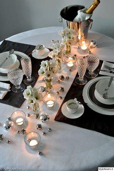 cooleri,kynttilät,kattaus kahdelle,kattausideat,mustavalkoinen