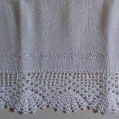 pano de prato com barra de crochê Crochet Baby Dress Pattern, Love Crochet, Crochet Lace, Crochet Patterns, Crochet Boarders, Crochet Squares, Filet Crochet, Crochet Stitches, Yarn Crafts