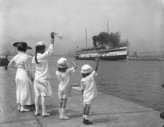 Cayuga (1907-1960), leaving Toronto through Eastern Gap
