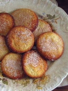 These delicious cinnamon cookies, as the name implies, are very simple to prepare. Sweet Recipes, Cake Recipes, Cooking Cookies, Cinnamon Cookies, Good Food, Yummy Food, Portuguese Recipes, Biscuits, Bakery