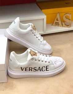 Fake Shoes, Me Too Shoes, Sneakers Fashion, Fashion Shoes, Mens Fashion, Adidas Moda, Zapatillas Casual, Cute Lazy Outfits, Versace Shoes