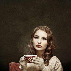 Retro+girl+drinking+tea (615×615)