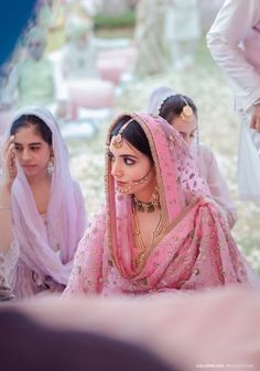 Sikh Wedding Dress, Pakistani Wedding Outfits, Indian Bridal Outfits, Indian Bridal Wear, Pakistani Bridal Couture, Indian Wear, Bridal Dresses, Bride And Son, Punjabi Bride