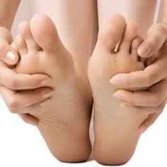How to avoid having cold feet throughout the year Plantar Fasciitis Treatment, Soft Feet, Face Tips, Diabetes Mellitus, Nail Fungus, Coconut Oil, Health Tips, Beauty Hacks, Creme