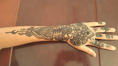 Últimamente he querido practicar el como me hago tatuajes ya que normalmente me salen mejor los de los demás Qué piensan ustedes?  Lately I've wanted to practice how I tattoo myself since I usually make other people's better. What do you think?  #henna #hennatattoo #hennadesign #arm #handmade #mexico #mehendi #niñohenna