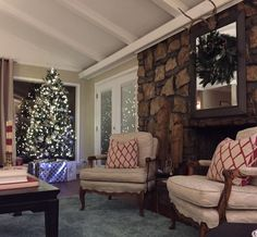 Mid century Ranch dressed for the holidays