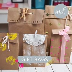 Why buy a gift bag when you can make it yourself? By: Creando con Sara Why buy a gift bag when you can make it yourself? By: Creando con Sara Paper Bag Crafts, Paper Crafts Origami, Paper Gifts, Paper Crafting, Paper Bags, Diy Paper Bag Gift, Diy Crafts For Gifts, Crafts For Kids, Ideas For Gifts