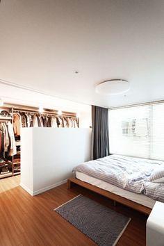 Attic Bedroom Designs, Master Bedroom Design, Home Decor Bedroom, Modern Bedroom, Small Apartment Interior, Room Interior, Interior Design Living Room, Bachelor Room, Casa Milano