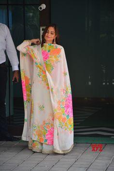 Mumbai Ganesh Chaturthi celebrations Alvira Khan Agnihotri Gallery is part of Designer dresses indian - Mumbai Ganesh Chaturthi celebrations Alvira Khan Agnihotri Gallery Social News XYZ Ethnic Fashion, Indian Fashion, Women's Fashion, Saree Fashion, Punjabi Fashion, Muslim Fashion, Fashion Jewelry, Fashion Design, Fashion Trends