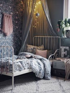 Eddas Rum Kidsroomdecor Kids Room In 2019 Kids Bedroom Girls Bedroom, Bedroom Decor, Kid Bedrooms, Bedroom Ideas, Trendy Bedroom, Bedroom Lighting, Interior Lighting, Kids Room Wallpaper, Bedroom Wallpaper