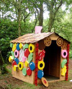 Een peperkoekhuisje! Simpel te maken met grote ''snoepjes'' van papier.