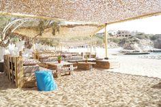 Beach House Antiparos Greece Travel, Italy Travel, Paros Island, Greek Islands, Beach House Decor, Beach Themes, Interior And Exterior, Travel Inspiration, Outdoor Living