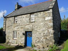 Within Snowdonia National Park, 'Y Bwthyn' is a Welsh Coastal Cottage  over 400 years old and was formerly the Granary Barn to the old Farmhouse, so it has many tales to tell and old character features, some of which are still in place.