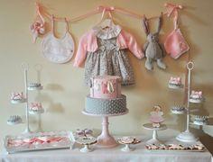 Chá de bebê menina nas cores rosa claro e cinza. Baby shower girl pink and grey