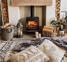 Doesn't this look like the cosiest afternoon ever? We think it does 🔥 Head over to our website and check out our amazing wood fuel bundles. They will keep you warm & toasty all through the winter. Definitely worth to try ☝🏼 📸 @lefranks Cottage Living Rooms, Cottage Interiors, Home Living Room, Living Room Decor, Living Spaces, Slate Hearth, Wood Fuel, Cottage Fireplace, Small Living